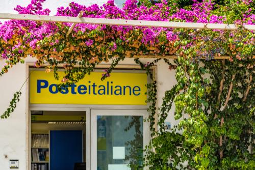 Nuove opportunità di lavoro in arrivo da Poste Italiane che ha anticipato di un anno il piano assunzioni in programma per il 2020 garantendo l'assunzione di circa 7.500 dipendenti già nel 2019.